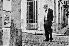 Mann (rainerneumann831) Tags: bw blackwhite street streetscene ©rainerneumann urban monochrome candid city streetphotography blackandwhite mann lisboa lissabon