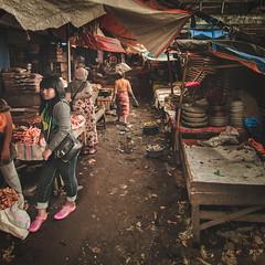 Mandalika market, Lombok, Indonesia (pas le matin) Tags: indonésie indonesia asia asie travel world street candid market portrait light lumière woman southeastasia canon 7d canon7d canoneos7d eos7d
