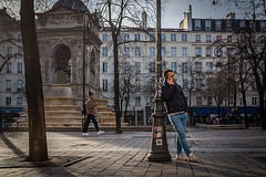 L'appel (regardsparisiens) Tags: 2019 2020 23mm 24x36 3x2 afternoon aprèsmidi candid capturestreets city colors couleurs dreaminstreets europe everydayeverywhere extérieur france fromstreetswithlove fujifilm generationstreet heldervinagre hiver hommes iloveparis iledefrance landscape lensonstreets leshalles life lunettes objectifgrandangle paris paysage people photographiederue regardsparisiens rue storyofthestreet storyofthestreets streetfocuson streetphoto streetphotographer streetphotography streetphotographyinternational téléphone thestreetphotographyclub thestreetphotographyhub ville wearethestreets wearethestreet winter worldstreetfeature x100s zonestreetbwblackandwhitecollectifcouleurecouenfujix100shvphotographieheldervinagrenbnoiretblancparispaysagephotographiederueregardsparisiensmonochromeparisienparisiennepeoplestreetstreetphotography