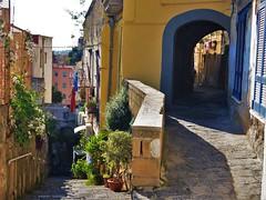 Walking up to Vomero (fotoflo86) Tags: naples napoli neapel italien italy italia city urban vicolo vicoli alley arch steep fiori flower