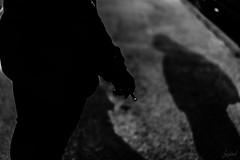 Incandescence nocturne. (LACPIXEL) Tags: rue street calle streetphotographer incandescence nocturne ombre shadow sombra cigarette cigarillo incandescencia night nocturna nighttime nocturnal noiretblanc blackandwhite blancoynegro sony flickr lacpixel 77