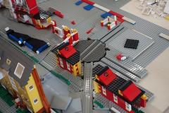 factory_vi (Zeï'Cygaïn) Tags: lego classic town yellowed factory plantrailway lindburg assembling