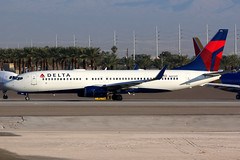 Delta Air Lines   Boeing 737-800   N3731T   Las Vegas McCarran (Dennis HKG) Tags: aircraft airplane airport plane planespotting skyteam canon 7d 100400 lasvegas mccarran klas las n3731t delta deltaairlines dal dl usa boeing 737 737800 boeing737 boeing737800