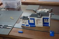 wedge_house (Zeï'Cygaïn) Tags: lego classic town yellowed factory wedgehouse lindburg assembling