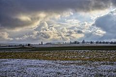 Schnee liegt in der Luft (Helmut Reichelt) Tags: schneewolken wolken schnee felder bayerischesoberland deining oberbayern bavaria deutschland germany winter januar leica leicam typ240 captureone12 dxophotolab leicasummilux50mmf14asph