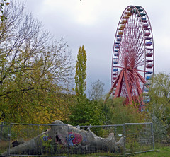 Artenschutz  (Spreepark V) (Cydracor) Tags: berlin abandoned lost lumix place panasonic plänterwald spreepark tz71 cydracor dino dinosaurier riesenrad dinosaur wheel ferris