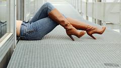 Johanna (4) - Gap - Novembre 2019 (Le Rêvellateur) Tags: canon eos 6d eos6d pleinformat fullframe canon2470f4 169 paca hautesalpes gap modèle femme woman fille girl people johanna shooting photo collaboration extérieur outside ville city couleur color parking carpark cute bottes boots talonshauts highheels chaussures shoes jambe leg jean percing piercing nombril navel bellybutton midriff