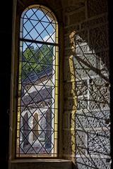 Jeu de lumière (Lucille-bs) Tags: europe france bourgognefranchecomté bourgogne côtedor abbayedefontenay abbaye fenêtre lumière ombre mur église architecture