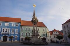 2018-11-06_09-20-34_Pentax_JH (Juhele_CZ) Tags: mikulov moravia czechrepublic houses architecture historical hill nature monument statue square town