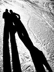 Let the Snow Go on! (marfis75) Tags: zusammen together schatten black schneekette schnee snow urlaub skiurlaub ski blackandwhite zwei zweimal