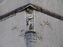 Zuckertütenbub (1elf12) Tags: harz germany deutschland güntersberge schule school statue zuckertüte schüler schoolboy
