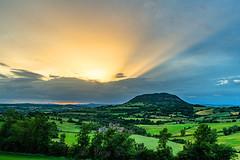 Rayons solaires, Aveyron, 10 Juin 2018 (Enzo R.) Tags: landscape france aveyron sun rays paysage colors green orange sky ciel weather météo nikon tamron clouds nuages