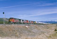 ATSF 530 East at Rowe, NM (thechief500) Tags: atsf bnsf glorietasubdivision railroads rowe nm usa santaferailway newmexico b408w