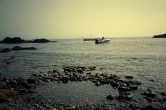 La Nature sait nous hypnotiser... (woltarise) Tags: ambiance ricohgr 24septembre2017 lumière couleurs brume femmenageuse bateaux merméditerranée météo entréesmaritimes lacôtebleue marseille