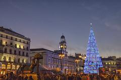Donde algunos se tomaron las uvas (3) (lebeauserge.es) Tags: madrid españa capital ciudad navidad noche anochecer calle edificio luces
