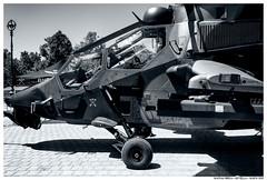 . . (Matías Brëa) Tags: helicoptero helicopter calle street social documentalismo documentary monochrome mono virado