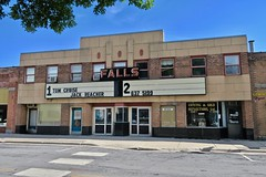 Falls Twin Theatre, Redwood Falls, MN (Robby Virus) Tags: redwoodfalls minnesota mn falls twin theatre theater cinema neon sign signage marquee