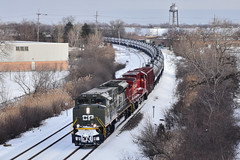Going on the attack (Robby Gragg) Tags: cp dday military sd70acu 6644 des plaines
