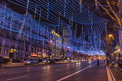 Lluvia de luces en Calle Alcalá (2) (lebeauserge.es) Tags: madrid españa capital ciudad navidad noche anochecer calle edificio luces