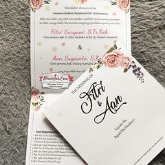 Wedding Invitation Fitri & Aan Tanya-tanya, atau info lebih lanjut hubungi : ☎ WA : 08561410064 Line : nikahgeh Desain bisa cek di 👉 http://bit.ly/2rnZvXk #nikahgeh #weddingserang #undanganserang #infoserang #undanganminimalis #guestbook #buku (NikahGeh) Tags: instagram nikahgeh invitation