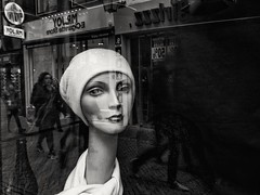 So chique (weerwolfje) Tags: mannequin bw bnw blackandhwite streetphotograhpy street throughwindow utrecht