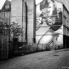 Honey I Shrunk The Kids by Sam Bates (STREET2020) Tags: candid canoneos750d citylife glasgow people places scotland street streetphotography streetportrait mural wallart