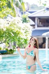 DSC_5960 (Robin Huang 35) Tags: kathu thai kiki 泰國 普吉島 普吉府 謝立琪 portrait pool girl lady nikon bikini phuket kamala 比基尼 游泳池 泳裝 d850 渡假村 泳池 卡馬拉 出國遊拍