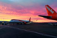 Photo of easyJet Orange (G-UZMG)