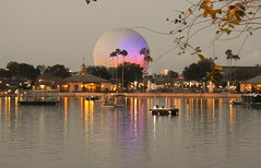 Spaceship Earth, EPCOT, Bay Laje - FL, EUA (jneydson) Tags: sunset epcot disney spaceshipearth
