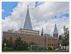 Ummauerung (dolorix) Tags: dolorix bergischgladbach schildgen kirche church gebäude building herzjesu gottfriedböhm