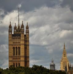 Torres inglesas, nubes inglesas (enrique1959 -) Tags: martesdenubes martes nubes nwn londres inglaterra reinounido torre
