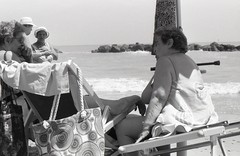 @ storie da spiaggia, l'estate degli italiani (Davide Zappettini) Tags: people talking summer beach relax davidezappettiniphotography blackandwhite bw bianconero kodaktmax