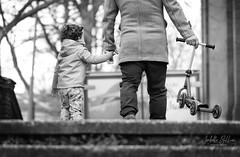 La trottinette (isabelle 31) Tags: nb bw enfants