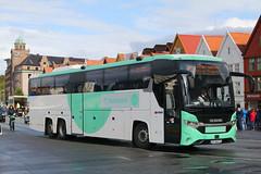 SV 86273, Bryggen, Bergen, September 5th 2019 (Southsea_Matt) Tags: bryggen bergen norway september 2019 autumn canon 80d bus omnibus transport vehicle coach triaxle sv86273 1531 scania lk450eb interlink tidebussas