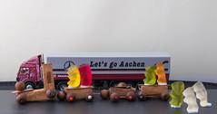 Endstation (Günter Hentschel) Tags: aachen holzeisenbahn spielzeug gummibären lebensmittel dieanderenbilder verrücktebilder verrückt deutschland germany germania alemania allemagne europa nrw 1 2020 januar januar2020 hentschel flickr hentschelgünter nikon nikond5500 d5500
