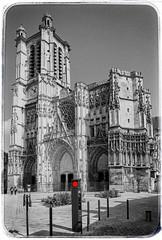 L'un des points incontournables de la ville de Troyes! (Francis =Photography=) Tags: europa europe france grandest aube champagne troyes ville cathédrale cathedral gargouille gouttière architecture vitraux pierre structure cathédralesaintpierresaintpaul métropole monumenthistorique