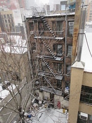 2020 First January Snow Storm - Hells Kitchen Clinton 4572 (Brechtbug) Tags: 2020 mini snow storm hells kitchen clinton near times square broadway nyc 01182020 new york city midtown manhattan snowing storms snowstorm winter weather building fog like foggy january 18th pre birthday hell s nemo southern view