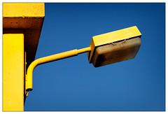 The Lamp (frodul) Tags: architektur ausenansicht detail gebäude gestaltung konstruktion lamp lampe outdoor hannover himmel gelb blau niedersachsen deutschland yellow blue