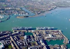 RX301110 (Andy Amor) Tags: estuary ships warships hampshire dockyard hmnb pompey rn royalnavy r08 r09