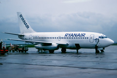 Ryanair 737-200 (White) (Martyn Cartledge / www.aspphotography.net) Tags: aero aeroplane air aircraft airfield airline airliner airplane airport aviation civil flight fly flying jet originalslide originaltransparency plane scan transport wings wwwaspphotographynet asp photography