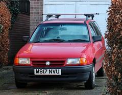 M817 NVU (Nivek.Old.Gold) Tags: 1994 vauxhall astra 17d ls estate brownwhite manchester