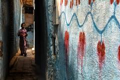 Maroc -  Médina de Fez (RéGis.) Tags: maroc médina fez fes morocco marruecos mur tag colors couleurs ombre lumiere wall children child enfant street