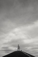 Halde Rheinelbe minimal (Perspektivenwechsel / Fotografie Sabine Werfel) Tags: monochrome blackandwhite schwarzweis minimal minimalism halde halderheinelbe haldenkunst ruhrgebiet ruhrpott metropoleruhr gelsenkirchen