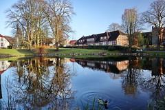 Itzehoe, Klosterhof mit Teich (Mecklenburg-Foto) Tags: itzehoe teich reflexion spiegelung kloster schleswigholstein fachwerkhaus