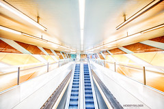 Abwärts zur U-Bahn (Hobbybilder) Tags: köln ubahn farbe rolltreppe architecture architektur