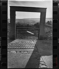Poner puertas al campo (EPire) Tags: leicaiiifrdst voigtländercolorskopar3525 kodaktrix400 xtol11 dslrscan panoramastitcher lr5 filmisnotdead