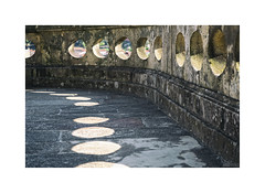 ... (ángel mateo) Tags: ángelmartínmateo ángelmateo oporto porto portugal sombra círculo muro piedra shadow circle wall stone iglesiadesanfrancisco