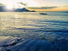 Waikiki Beach Sunrise (pete4ducks) Tags: oahu hawaii 2019 waikiki sunrise travel vacation water