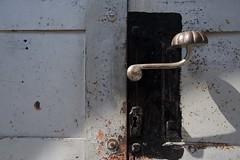 ... (AlainC3) Tags: hongrie hungary budapest poignée porte door ornement nikond7500 rouille rust gris grey ferronnerie