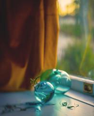 20 | 366 (Angie Lambert) Tags: 366 personalproject lensbaby lensbabyvelvet angielambert canongirl goldenhour mywindowsillmuse goldsandblues windowlight